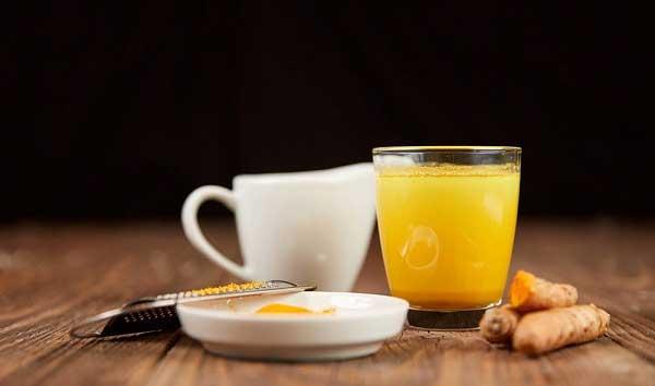 Tinh bột nghệ pha nước ấm uống giảm cân